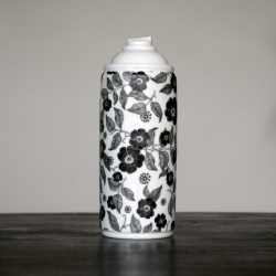 Spray paint porcelain by NooN x K.Olin tribu // Porcelain made in Limoges, France.