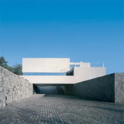 An amazing house by KWK Promes in Poland. A white volume over stone walls create a spectacular inner space.