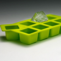 The ärta Ice Tray: features an offset cube design that creates large, square-shaped pieces of ice.