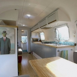 Architect Matthew Hofman redesigned an old airstream-trailer into a luxury living space. looks beautiful!