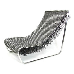 A La Lata Lounger made from 3000 aluminum pulltabs and plastic twist-ties by Colombian designer Carlos Alberto Montana Hoyos