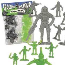 I've had the army guys... even scuba divers... but spacemen vs aliens in silver and green? FUN!