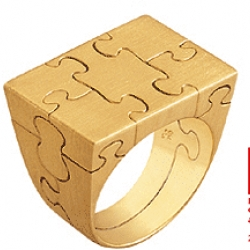 Puzzle Ring. Available in gold and silver. All the tiny pieces come apart (a real puzzle!). Comes with instructions. Site in Portuguese.