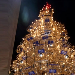 Anthony Schmitt's holiday tree made from 86 shopping carts.