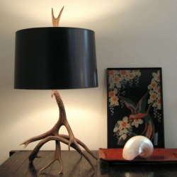 i love incorporating driftwood, antlers and other stylish detritus into home decor, so definitely love these spaltana lamps.