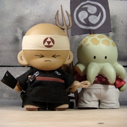 Amazing custom Munny Set by Huck Gee for a private collector. Introducing the Sushi Chef and Octo Samurai. Makes me think of Andrew Bell's Sushis.