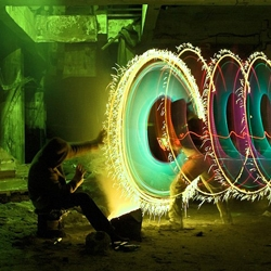The fantastic spectacles of color - the latest trend in street art - are as impressive as fireworks. A host of light sources, from flash lights, bike lights to blinking LED lights, are used to 'paint' a picture straight onto the camera lens.