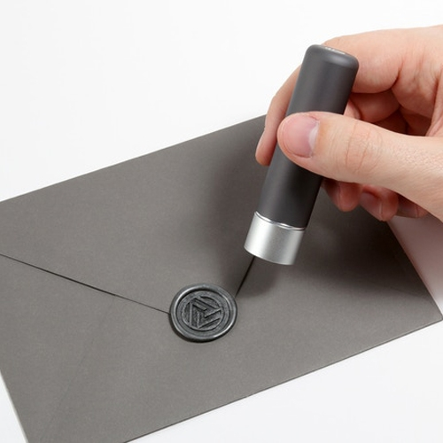 The folks behind Stamptitude have created Luma, a magnetic aluminum wax seal that allows you to swap seals with ease. Currently on Kickstarter.