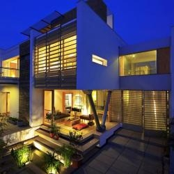 DADA Partners have designed the B-99 house in Gurgaon, India.