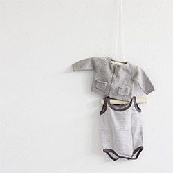 A Merry Mishap's DIY take on the staggered hanger ~ adorable with kids' clothes! Inspired by #54984.