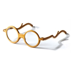 'Ming' bamboo spectacles by Chinese designer Chen Chun-hao & bamboo artist Huang To-en. They are lightweight with features & silhouette of furniture from the ming dynasty which is recognized for its elegant &minimalistic design.