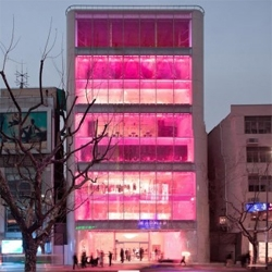 The first flagship store for Barbie. The store, located in Shanghai, China, was designed by NY based Slade Architecture, and has a rooftop cafe.