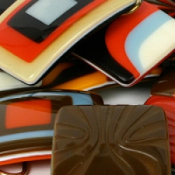 im not sure how i feel about these fused-glass belt buckles.  interesting, novel...marginally nice?