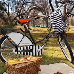 The Mark Hotel in NYC now offers a fleet of bespoke Republic Bikes... and you can even borrow them to have the ultimate picnic in the park created by celebrated chef, George Vongerichten!