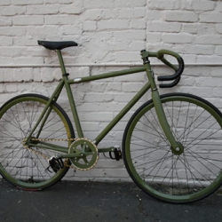 Freeman Transport has just debuted their first hand crafted fixed gear bike.   besides the great color & quality workmanship it has a two-part frame that can be disassembed.
