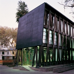 A laminated wood office building in Santiago de Chile by Alberto Mozó.
