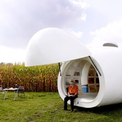 BlobV83 is a mobile housing unit by dmvA Architecten.