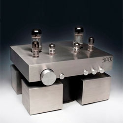 Cute block hi-fi amplifier by Mateus Główka.