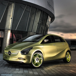 Keeping Mercedes' sandwich floor concept in mind, the BlueZero's structure allows for three different platforms to be realized: an E-Cell with battery, E-Cell plus with battery and gasoline, and an F-Cell with hydrogen.