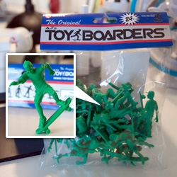 Toy Boarders! Like classic little plastic toy soldiers... only skateboarders! Adorable in 24 packs!