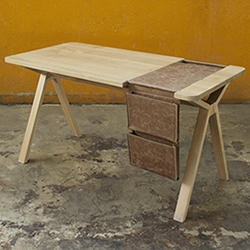 Bolsa, the desk with saddlebag created by Gud Conspiracy studio for the Portuguese brand Wewood.