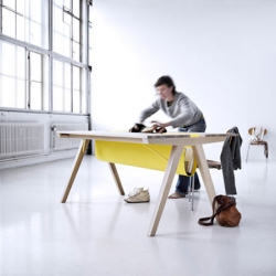 The Borrod table by Denmark-based Line Depping is a project playing with order and disorder. An idea to tidy your working desk in an instant.