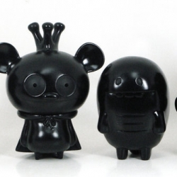 Toy2R and David Horvath will release a limited release of some vintage looking Bossy Bear & Friends figures!