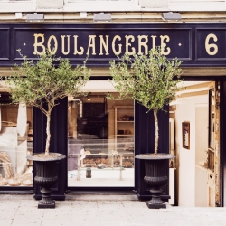 La Boulangerie is a small classic french bakery located down town Malmö, Sweden. Wonderful and timeless graphic profile by the baker himself with the help of Pierre the french craftsman who did the interior and beautiful sign.