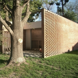 Nice brick work on this house, located in Parque Leoloir near Buenos Aires, Argentina. By Becker Ferrari arquitectos.