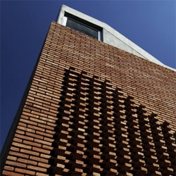 """Mies once said: """"Architecture starts when you carefully put two bricks together"""". This argentinian office buildings puts together bricks in an innovative way on the facade."""