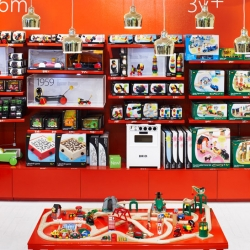 Urban Design has designed Swedish Brio's flagship store in Stockholm. Colorful and clean, a place for the whole family.