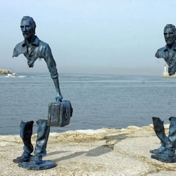 Les Voyageurs – Sculptures with missing Pieces by Bruno Catalano.