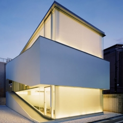 Curiosity Inc conceived the C-1 house, located in Tokyo, as a design product in which architecture, furnishings and equipment blend into a single program.