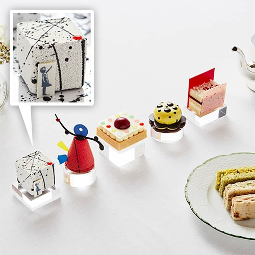 Art Afternoon Tea at the Mirror Room in the Rosewood London Hotel by executive pastry chef Mark Perkins looks gorgeous and is inspired by Banksy, Calder, Hirst, Kusama, and Rothko.