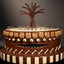 Amazing zoetrope 'caketrope' tribute to the director Tim Burton.
