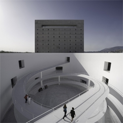 Alberto Campo Baeza's architecture is simple and pure. The new Memory Museum in Granada (Museo de al Memoria de Andalucía) features an oval patio crossed by heliocoidal ramps, on an almost silent atmosphere.