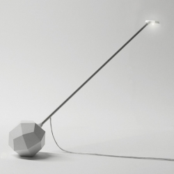 Carat is a lamp presented in Milan by Arihiro Miyake. The various angles can be set by turning the polyhedron base.