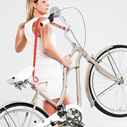 The Bull's Eye bike lift & carry is created for the city dwellers and allows to easily lift and to comfortably move the bicycle or an electric bicycle as if it is a shoulder bag.