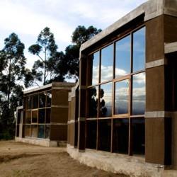 Entre Muros House, Tumbaco – Quito – Ecuador / al bordE, David Barragán + Pascual Gangotena