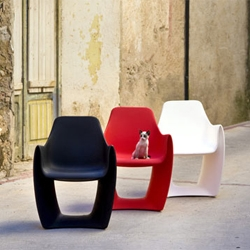 Cat chair designed by Serra & Delarocha.