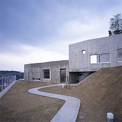 White Cave by Takao Shiotsuka Atelier. A concrete volume that adapts to the topography.  The house looks silent to me, as a stone placed on a quiet landscape.