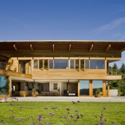 Peter Cohan has designed the Cedar Park house in Seattle, Washington.