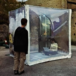 buBbLe is an independent, nomadic, flexible dwelling mechanism that allows its occupants to give an answer to different time situations.