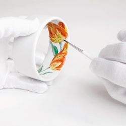 IM is a series of porcelain bracelets that are handpainted on the inside. Every motif is limited to 3 pieces only. Great idea by german designer Christian Metzner.