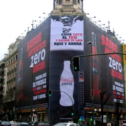 The first HUGE vending machine in the world. A Coca-cola zero campaign involving mobile.