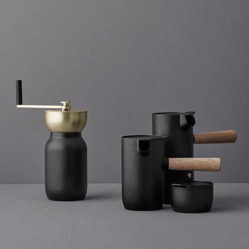 Italian design duo, Daniel Debiasi and Fredrico Sandri have created a minimalistic and aesthetic coffee collection for Stelton designed especially for all coffee aficionados.