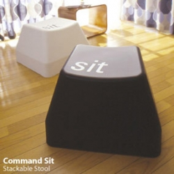 Cmd-SIT stool, available in all the macbook colors, and is now for sale at DUENDE.jp
