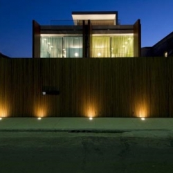This wooden house was designed with the famous architect Marcio Kogan. This contemporary modern wooden house is located in São Paulo, Brazil.
