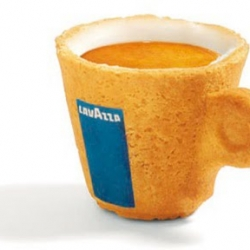 Venezuelan designer Enrique Luis Sardi has teamed up with Italian coffee company Lavazza to create a master piece of green design: Cookie cup.