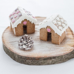 These tiny gingerbread houses will sit on the edge of your mug, which is a great way to serve tea and cookies during the holidays.